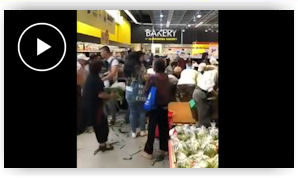 dd3248f53fc0c8 Watch   Ridiculous  shoving match over cheap corn in Toronto-area store. A  video